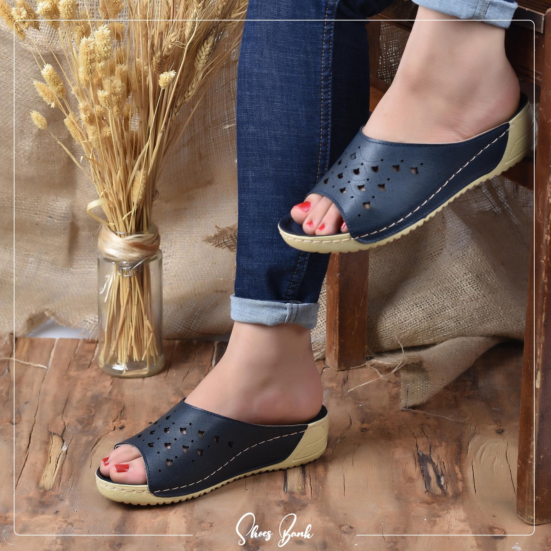 انواع دمپایی طبی زنانه که برای ماساژ پا مناسب است