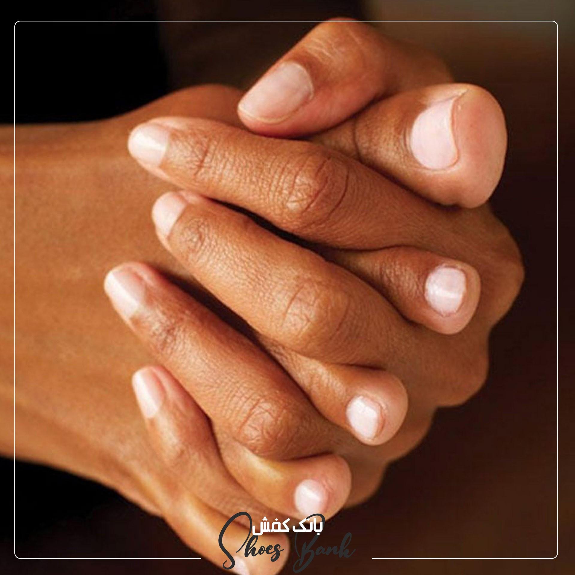 ماساژ بین انگشتان