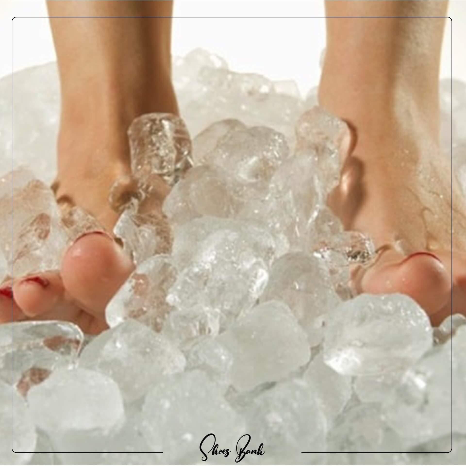 قرار دادن پا در آب سرد